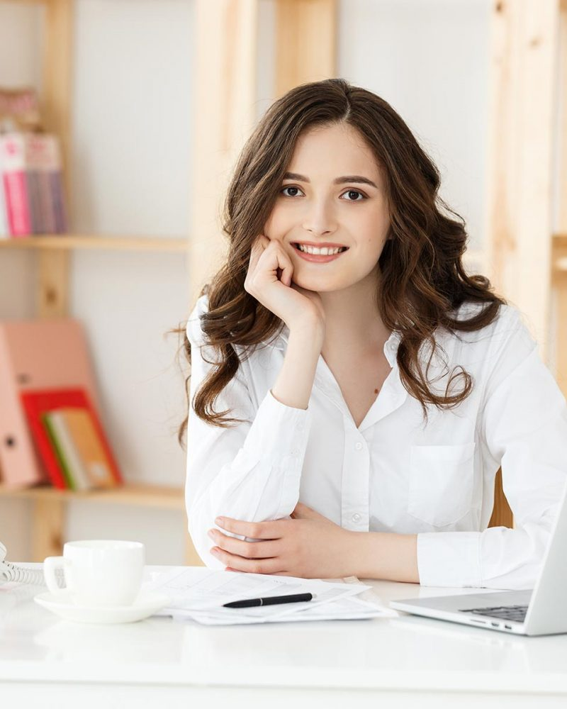 young-attractive-woman-at-a-modern-office-desk-wor-QRDCPGW.jpg